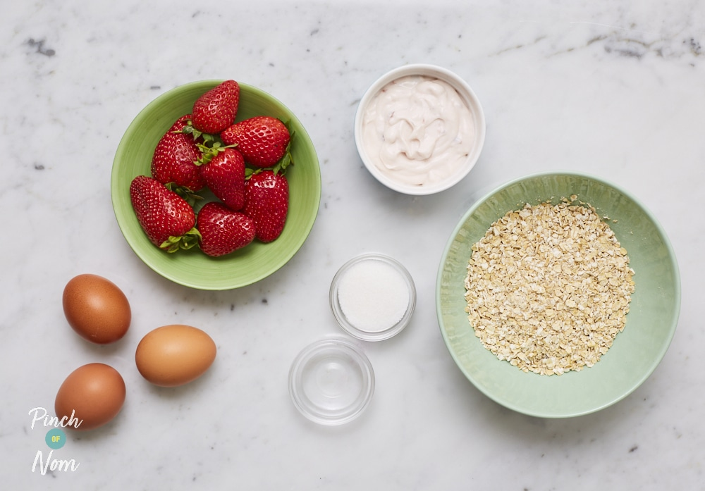Strawberry Oat Muffins - Pinch of Nom Slimming Recipes