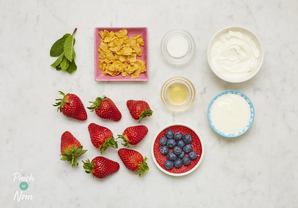Summer Berry Dessert - Pinch of Nom Slimming Recipes