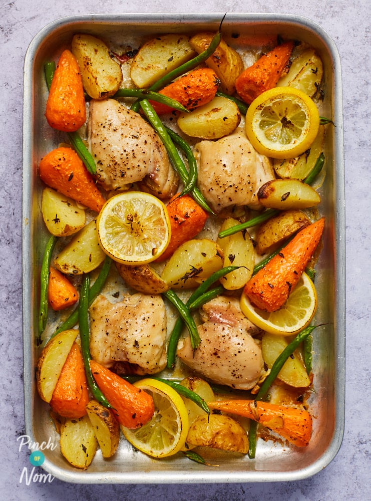 Lemon and Garlic Chicken Tray Bake - Pinch of Nom Slimming Recipes