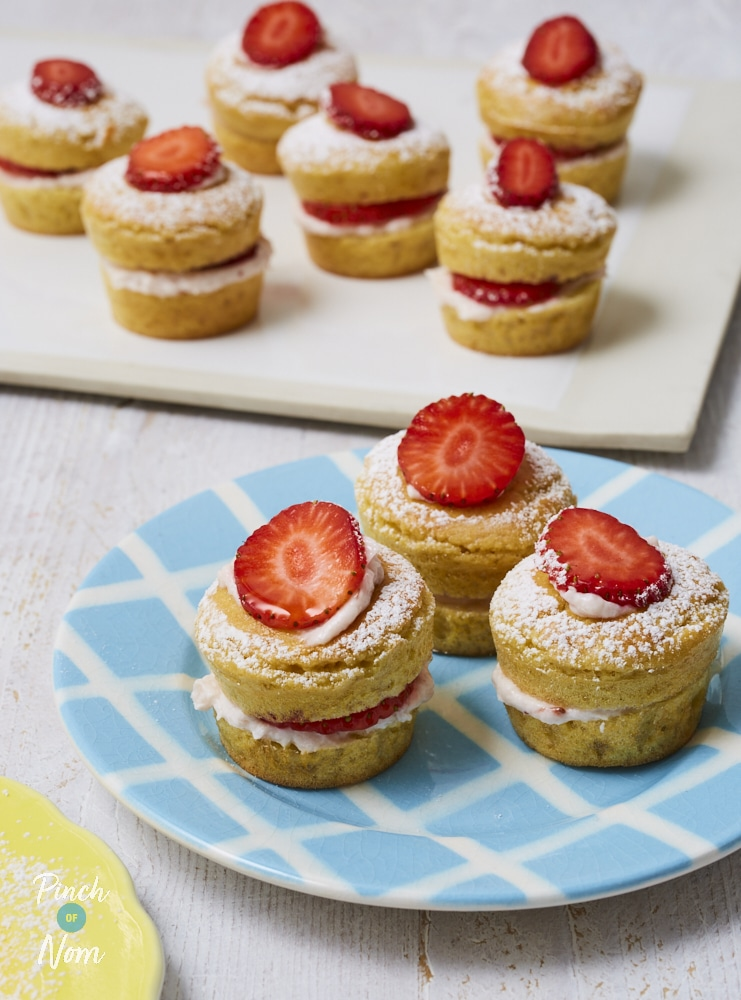 Mini Strawberry Sponges - Pinch of Nom Slimming Recipes