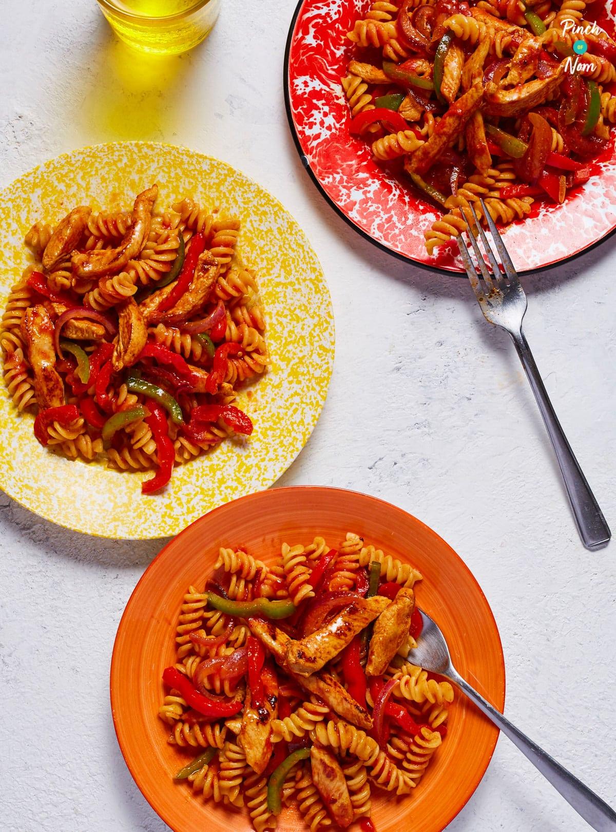Chicken Fajita Pasta - Pinch of Nom Slimming Recipes