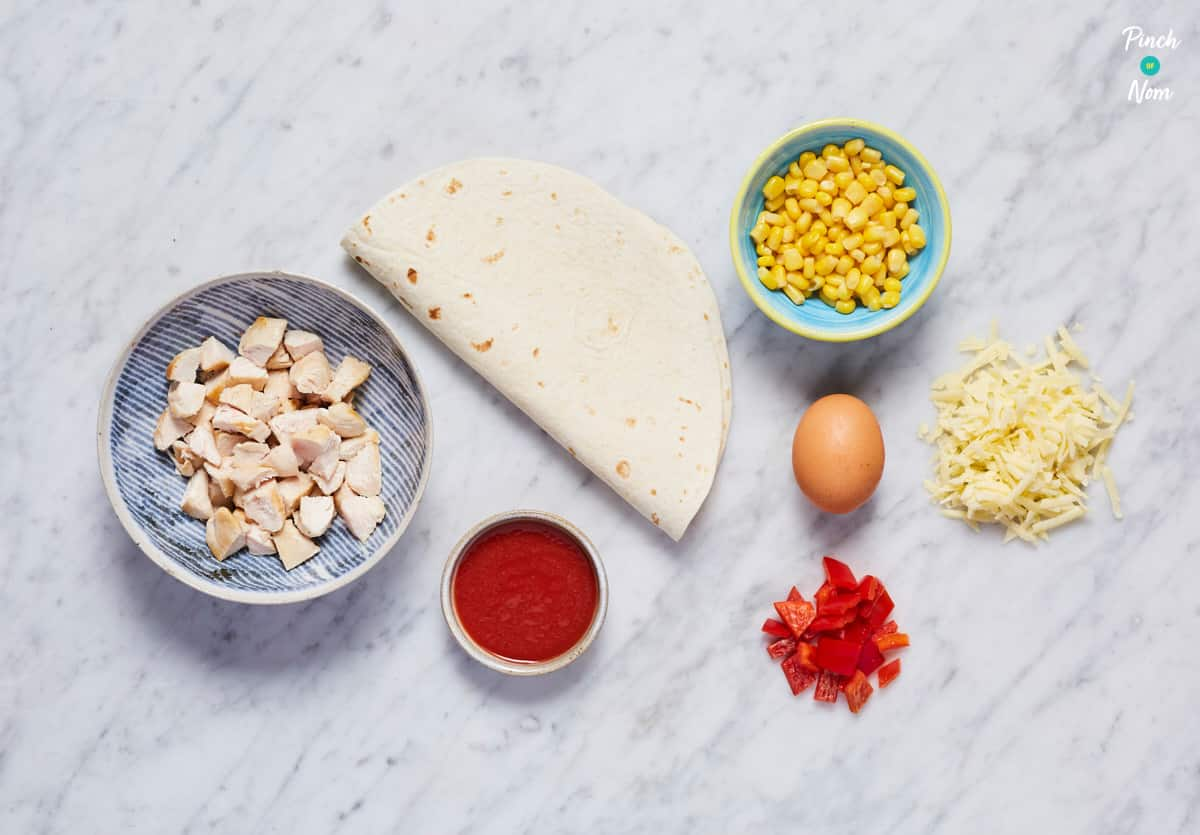 Chicken and Sweetcorn Pizza Calzone - Pinch of Nom Slimming Recipes