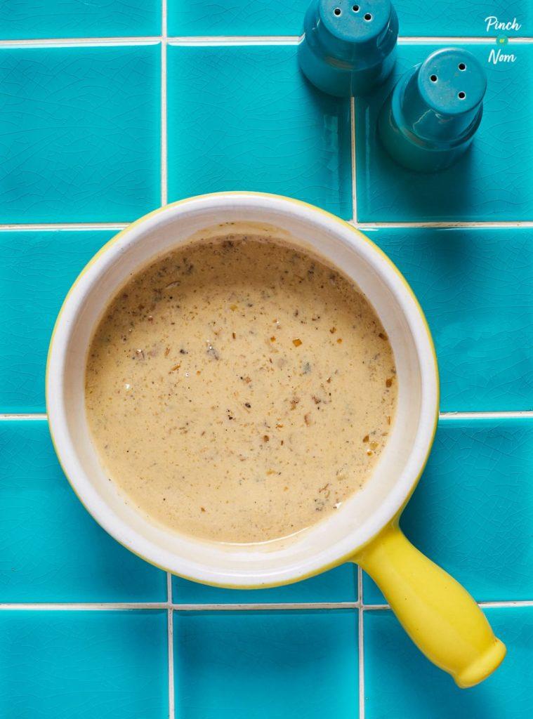 Creamy Pepper Sauce pinchofnom.com