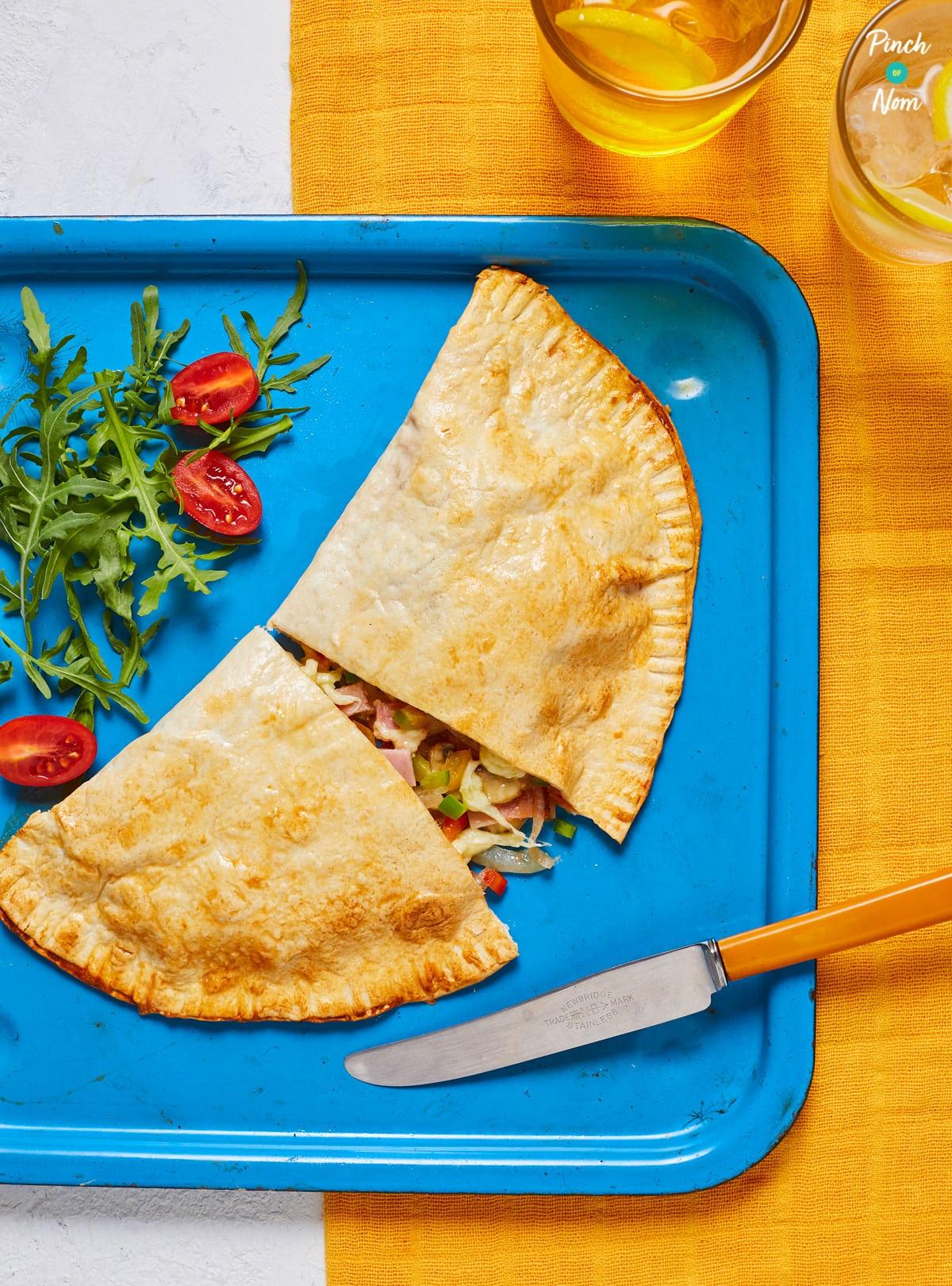 Ham and Mushroom Pizza Calzone - Pinch of Nom Slimming Recipes