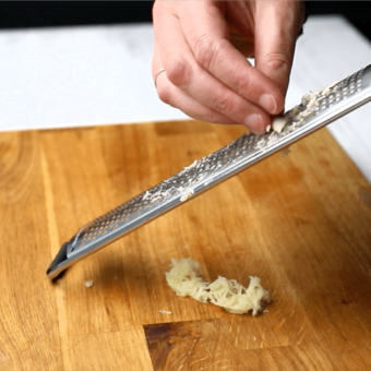 How To Peel And Prepare Garlic pinchofnom.com