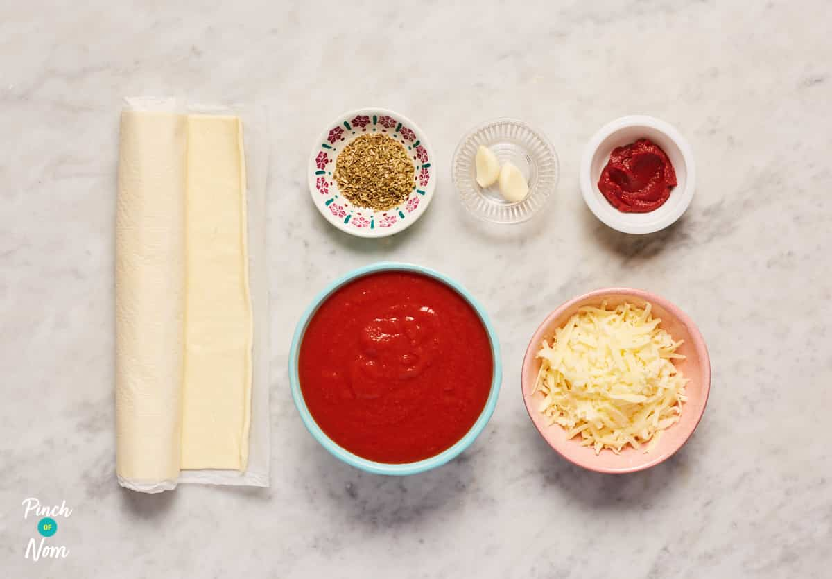 Pizza Twists with Pizza Dip - Pinch of Nom Slimming Recipes
