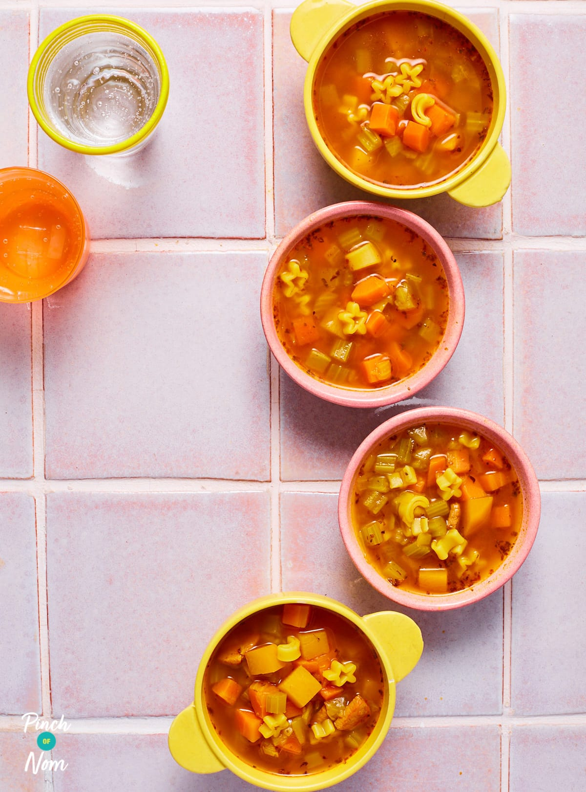 Smoky Ham and Pasta Soup - Pinch of Nom Slimming Recipes