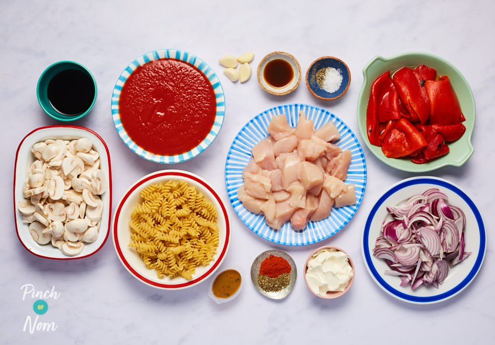 Creamy Roasted Red Pepper and Chicken Pasta - Pinch of Nom Slimming Recipes