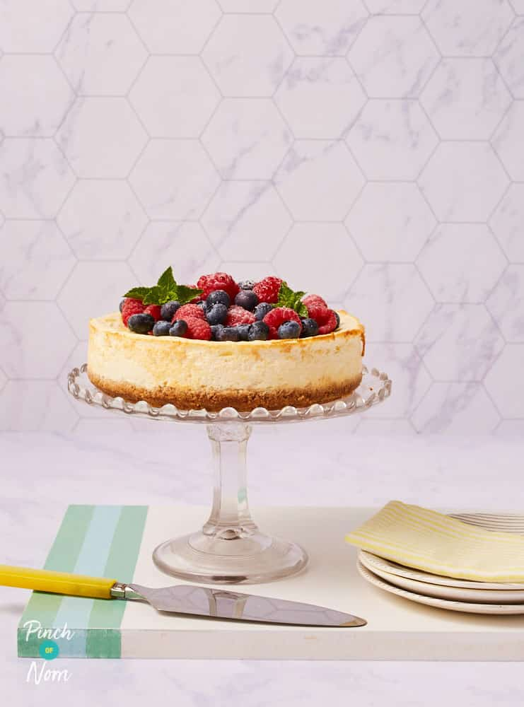 Raspberry and Blueberry Baked Cheesecake - Pinch of Nom Slimming Recipes
