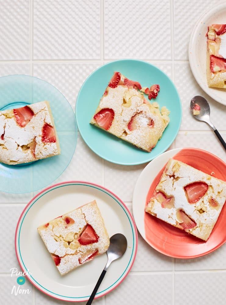Strawberry Pancake Traybake - Pinch of Nom Slimming Recipes