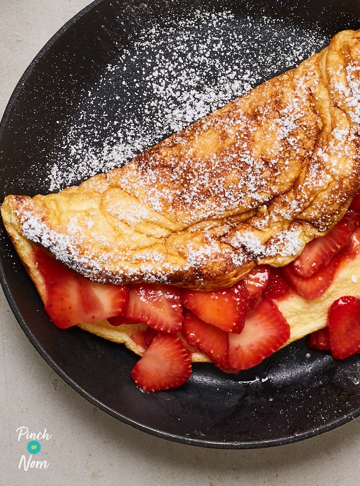 Strawberry Souffle Omelette - Pinch of Nom Slimming Recipes