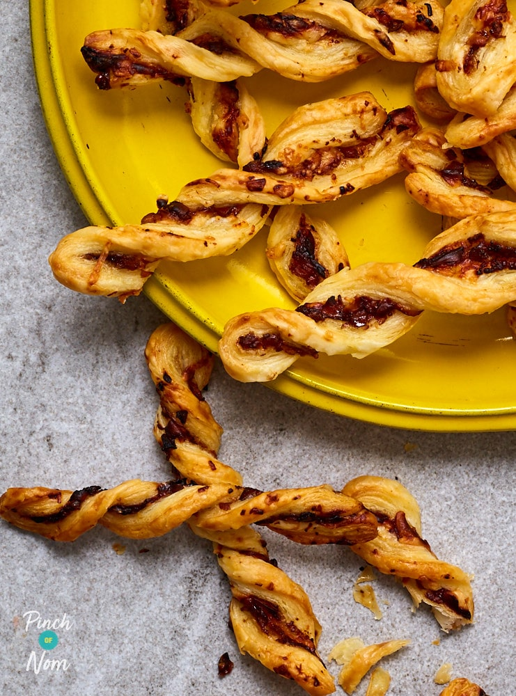 Cheese & Pickle Twists - Pinch of Nom Slimming Recipes