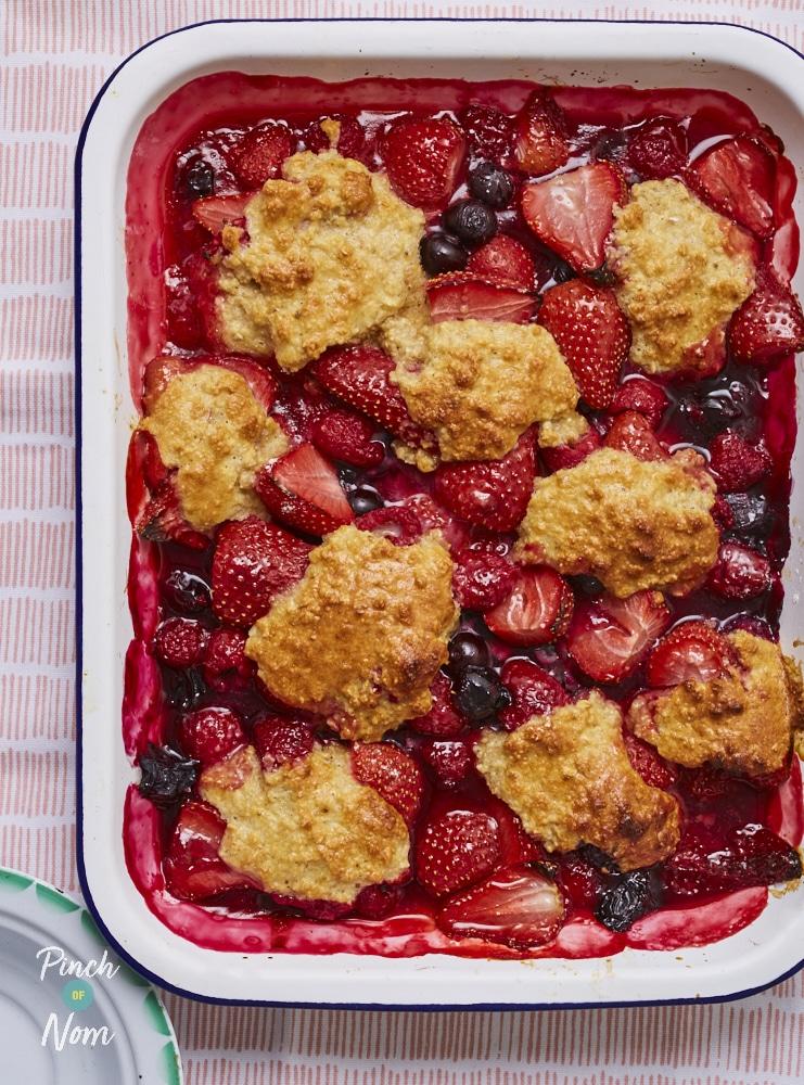 Summer Berry Cobbler - Pinch of Nom Slimming Recipes