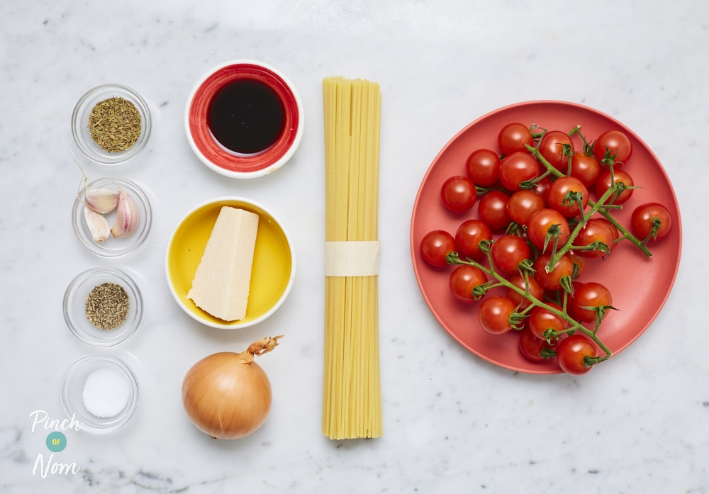 Black Pepper and Parmesan Spaghetti with Garlic and Thyme Tomatoes - Pinch of Nom Slimming Recipes